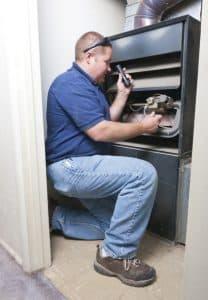 furnace-technician-maintenance-check